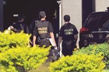 Polícias detidos por protegerem suspeitos