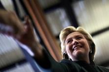 Sede de Hillary Clinton evacuada devido a envelope com pó branco