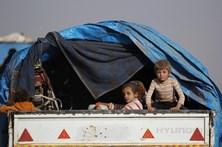Belenenses e Benfica entram em campo acompanhados por crianças sírias