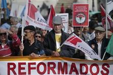 Reformados concentram-se para exigir melhores pensões
