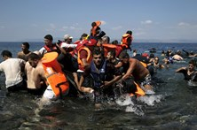 """Refugiados são """"o mais urgente e difícil desafio"""" da Europa"""