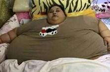 Mulher pesa 500kg e não sai de casa há 25 anos