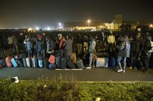 """Mais de 2.300 migrantes deixaram """"selva"""" de Calais"""