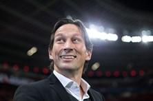 Treinador do Leverkusen suspenso após insultos a colega