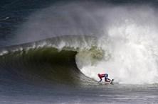 Mau tempo não assusta surfistas em Peniche