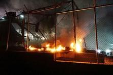 Migrantes incendeiam serviços de asilo em Lesbos