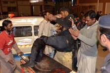 Ataque a escola de políciasno Paquistão matou 62 pessoas