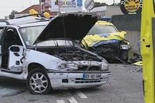 Carro colide com viatura do INEM e provoca um morto