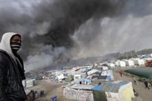 Fogo e explosões na demolição da