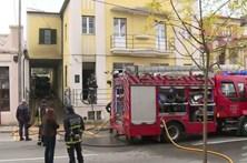Três desalojados após fogo em habitação