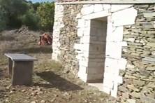 Pedro Dias pernoita em casa abandonada
