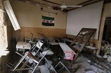 Bombardeamento em escola mata 22 crianças e 6 professores