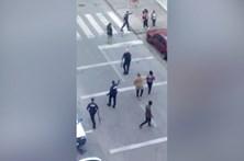 Polícias feridos em cerco a esquadra