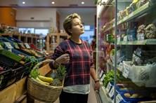 Confiança dos consumidores volta a aumentar