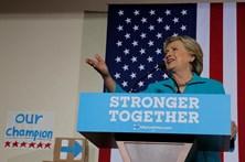 """Hillary Clinton diz que é """"profundamente preocupante"""" reabertura caso dos e-mails"""