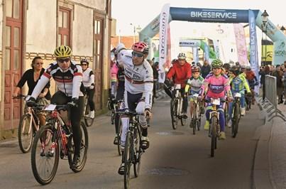 Campeão do mundo junta ciclistas em passeio solidário na terra natal