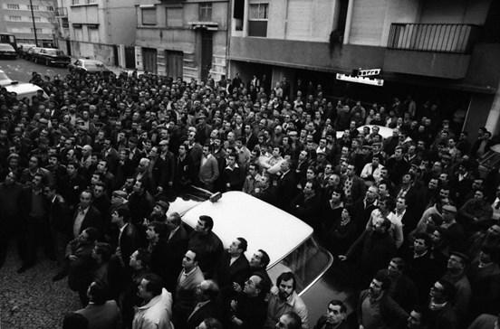 Centenas de taxistas em protesto em 1980