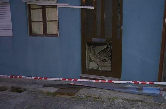 Mulher escapa ilesa a derrocada de edifício