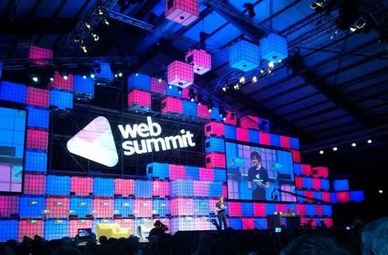 Equipa que monta a Web Summit faz 92 quilómetros no recinto