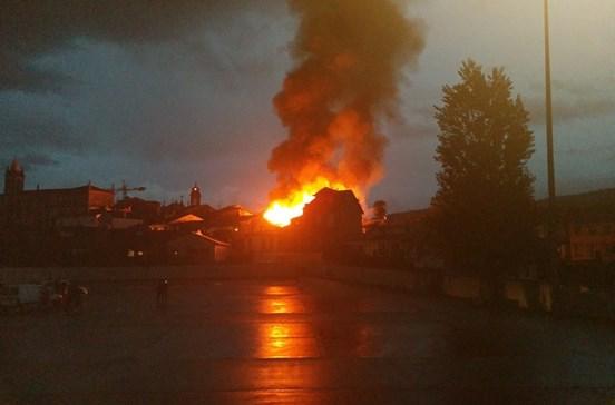 Incêndio lança pânico em Guimarães