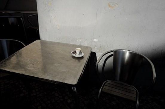 Rixa em café termina com quatro queimados