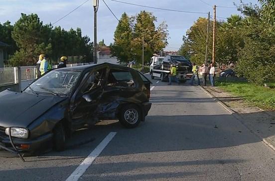 Colisão entre dois automóveis provoca um morto