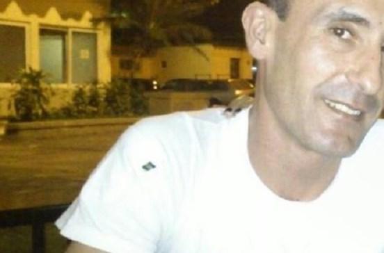 Português morto com quatro tiros