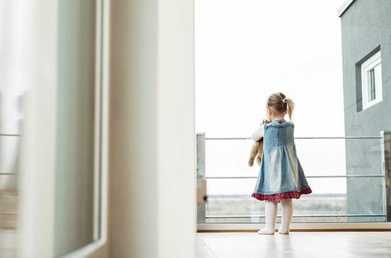 Viola duas sobrinhas menores e a própria filha