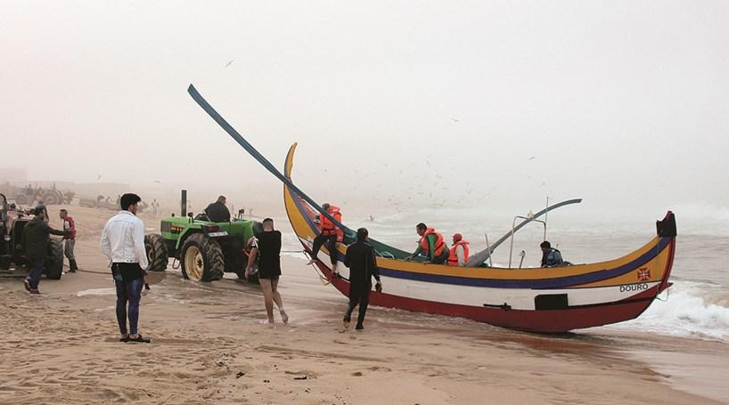 Salva pescadores em apuros no mar