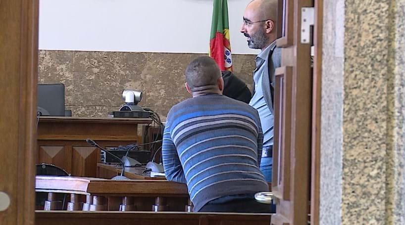 Violado na cadeia recebe 1000 euros
