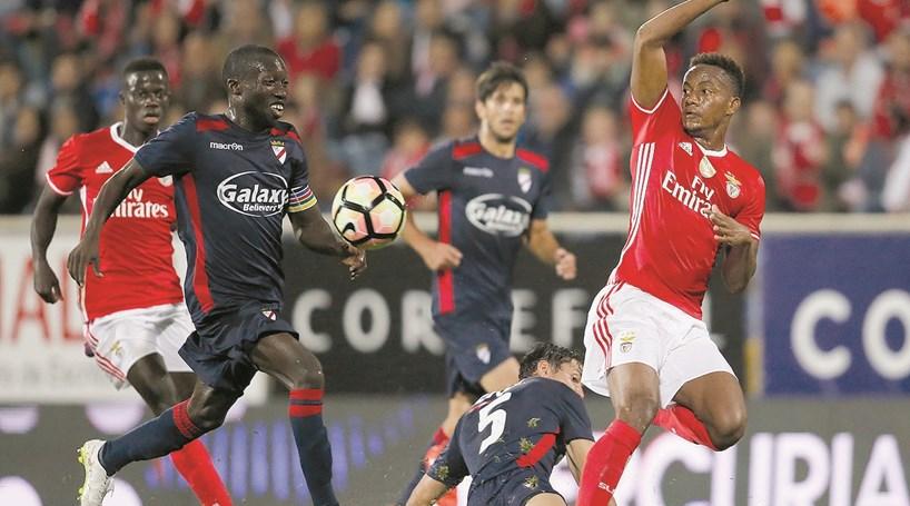 Benfica quer vender Carrillo
