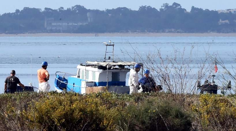 Fuga de combustível polui margem do Sado