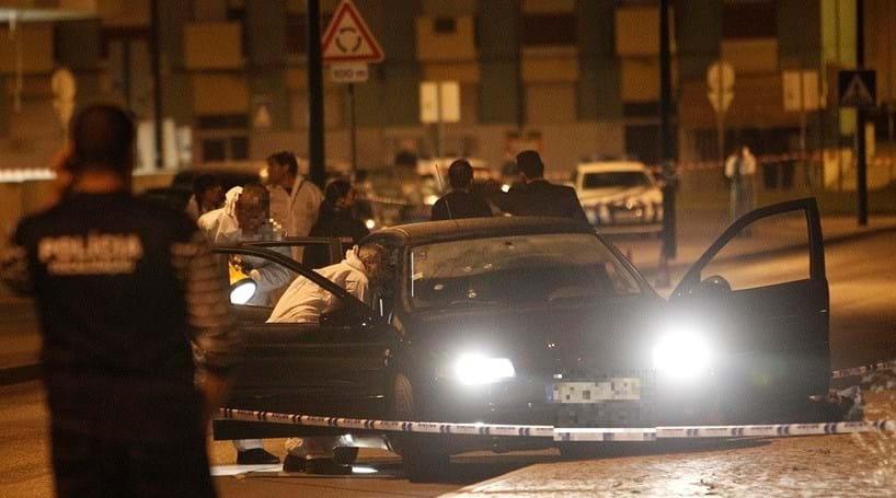 Assaltantes a monte após tiroteio mortal