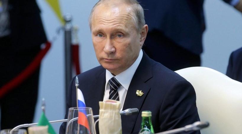 """Presidente russo acusa os EUA de""""espiar toda a gente"""""""