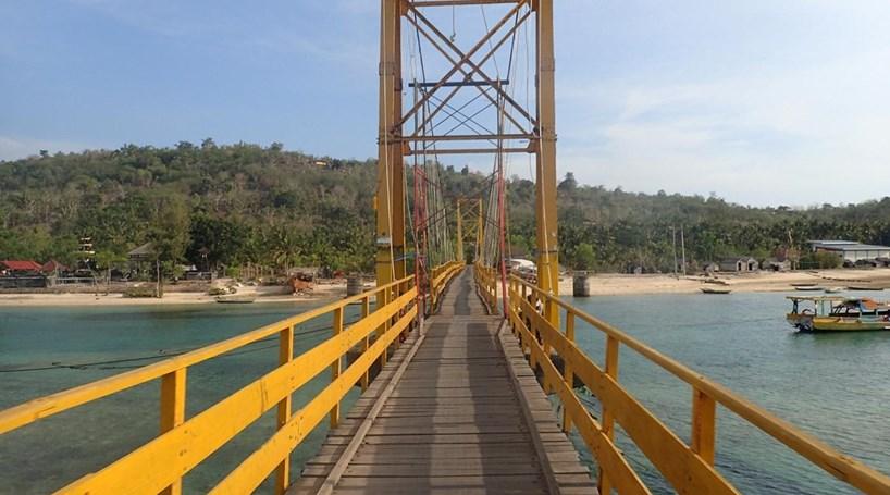 Oito mortos em desabamento de uma ponte