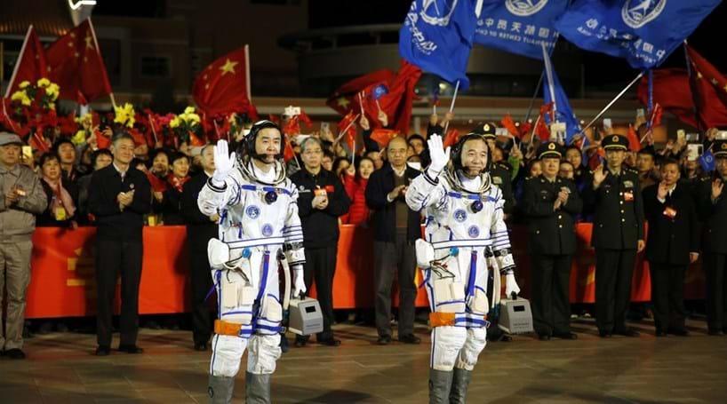 China lançou com êxito missão espacial com dois astronautas