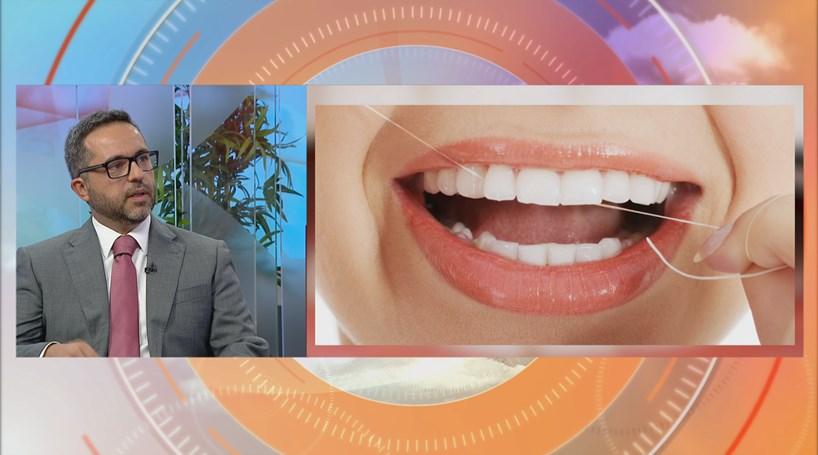 Devemos usar fio dentário?