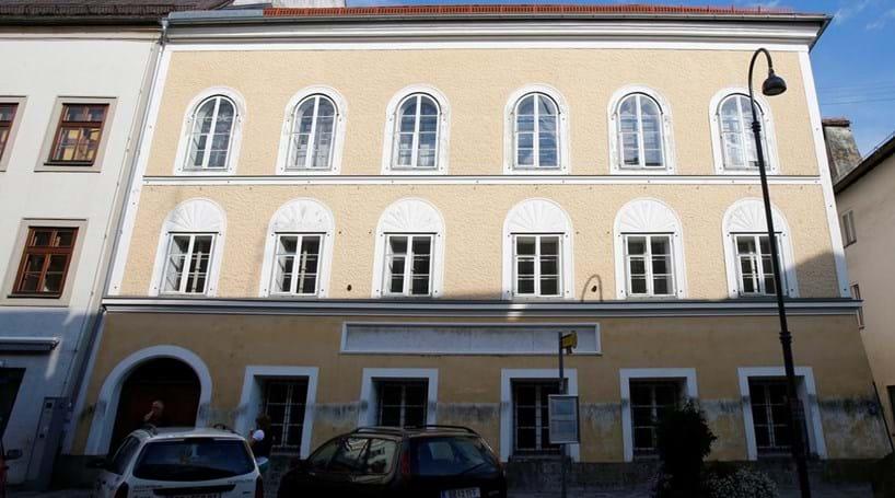 Casa onde Adolf Hitler nasceu vai ser demolida