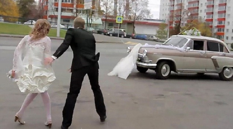 Motorista destrói vestido de noiva