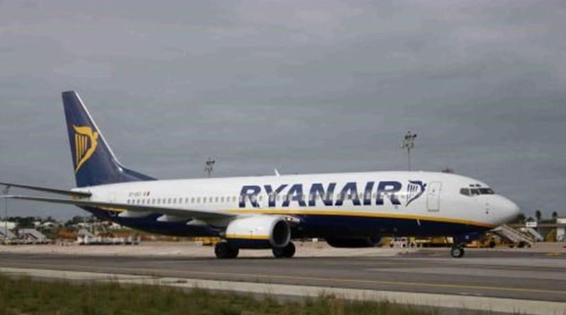 Ryanair revê em baixa previsão de lucros para 2016