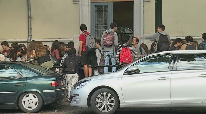 Greve de auxiliares fecha escola em Lisboa