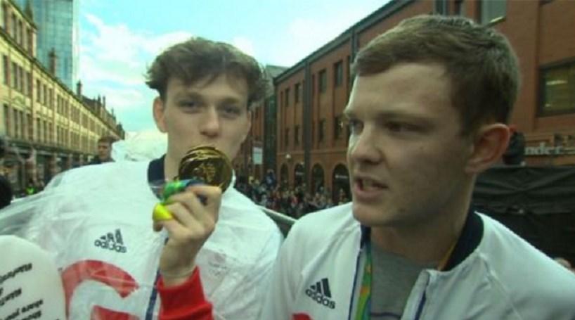 Falsos atletas em desfile olímpico