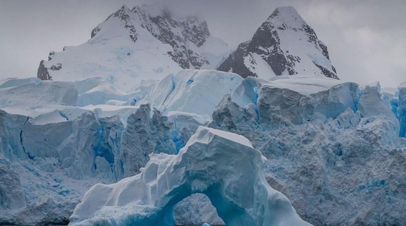Gelo derretido na Antártida cria rios que percorrem continente