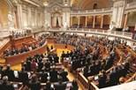 Votos de pesar a Fidel dividem o Parlamento