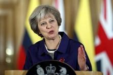 Câmara de Lordes atrasa Brexit e derrota May