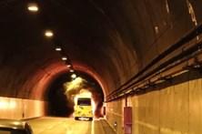 Autocarro turístico incendeia-se dentro de túnel na Madeira