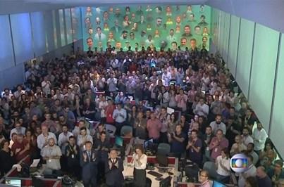 Milhares enchem igreja e estádio para velório das vítimas