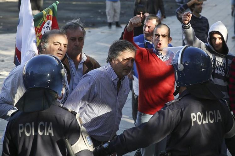 Resultado de imagem para PSP detém elemento do PNR na manifestação de imigrantes