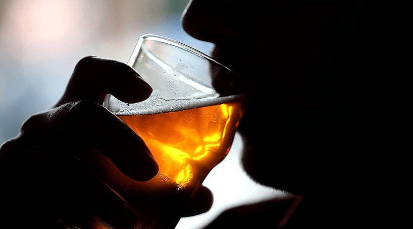 Álcool ativa as células cerebrais que estimulam a fome