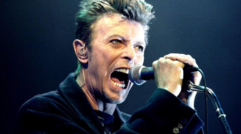Fãs juntam-se para homenagear David Bowie